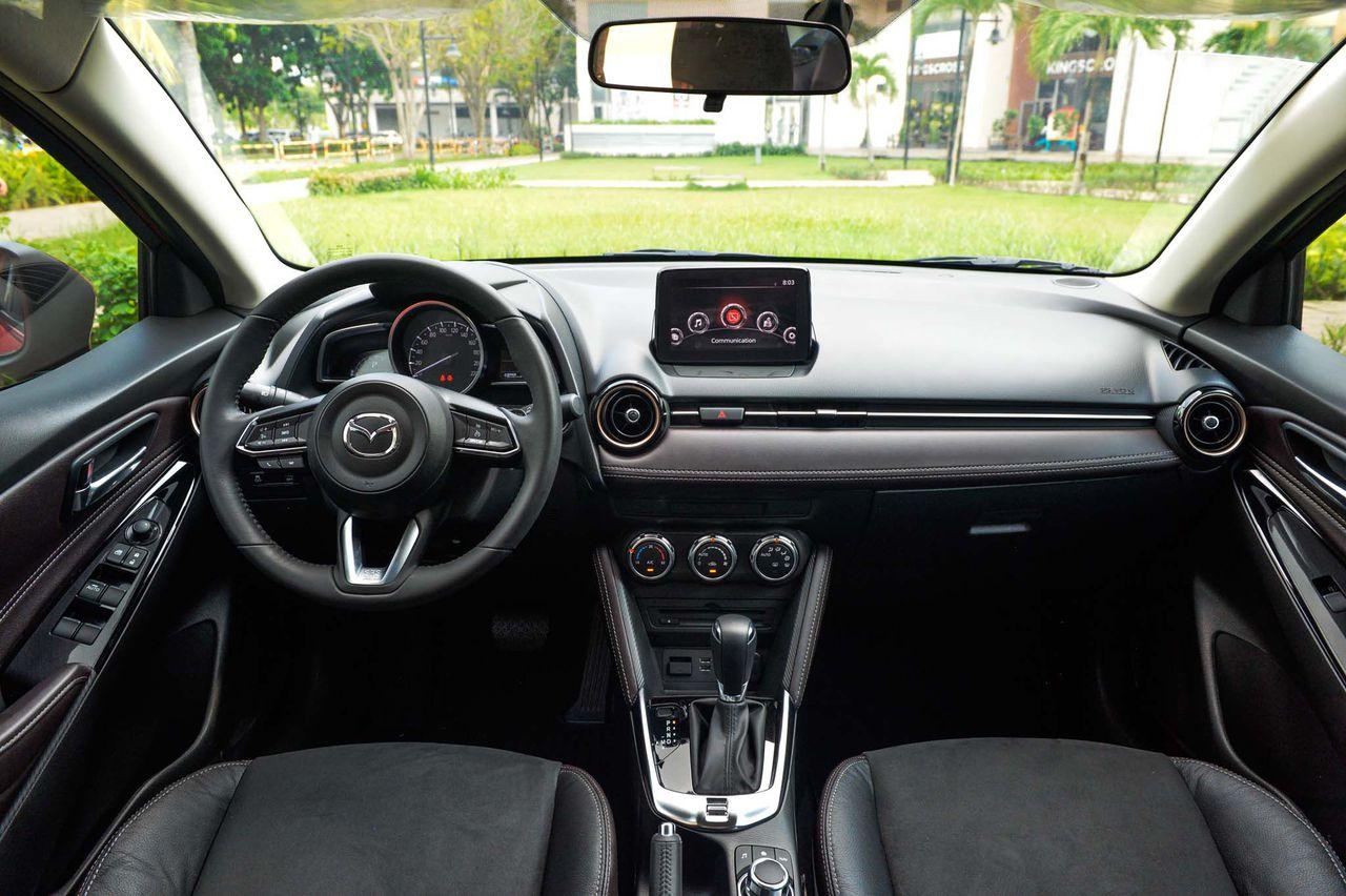 Nội thất xe Mazda 2