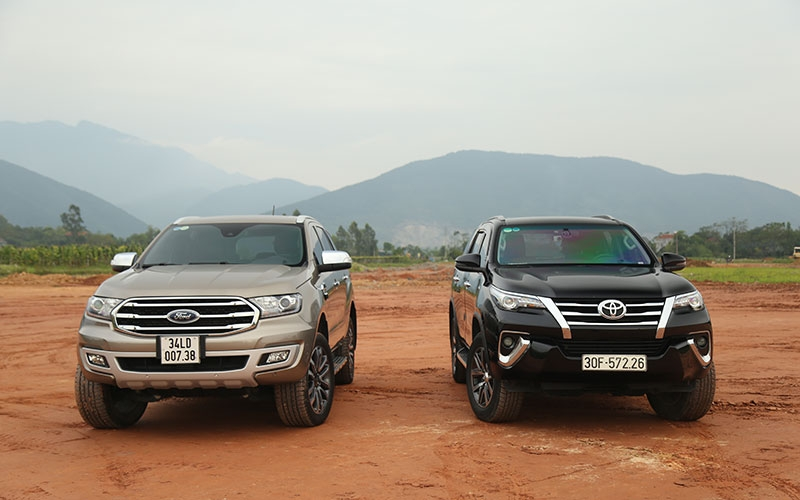 So sánh Ford Everest AT với Toyota Fortuner AT