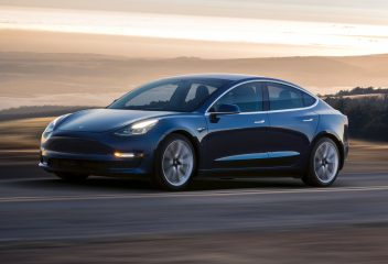 Cận cảnh xe Tesla Model 3 vừa về Việt Nam
