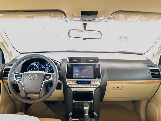 Cận cảnh Toyota Land Cruiser Prado 2020 tại Việt Nam