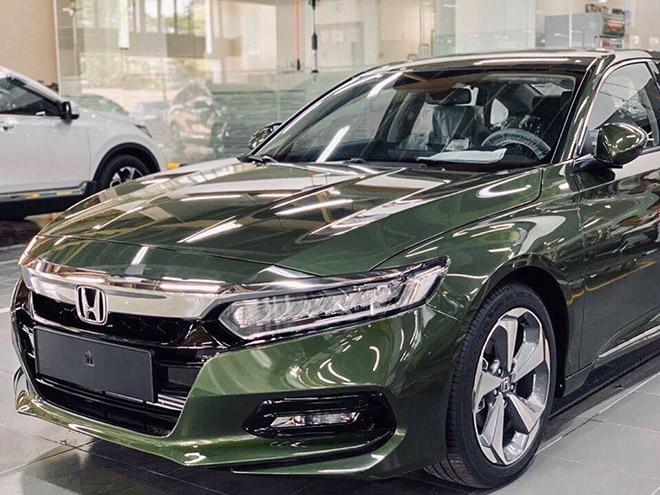 Chi tiết về Honda Accord với màu xanh độc tại Việt Nam