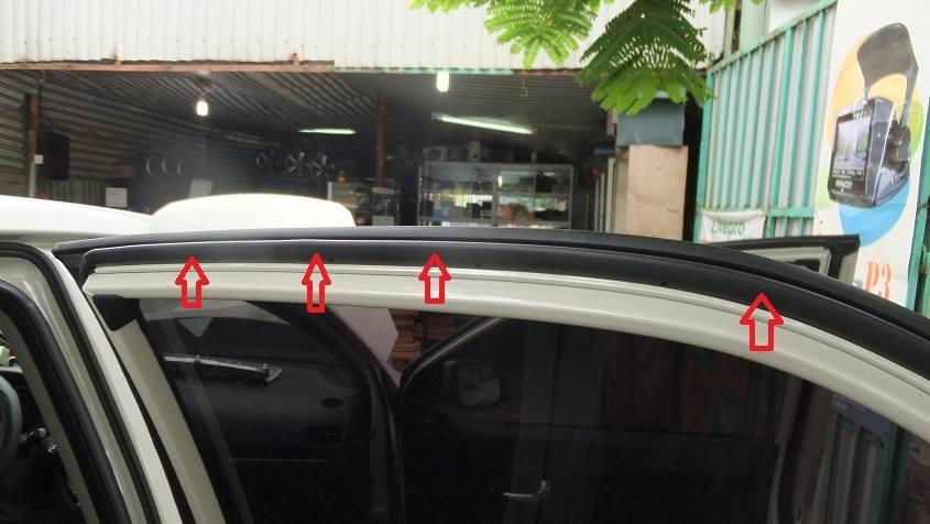 Trên cánh cửa xe đời mới hiện nay đều có mép gioăng cao su này tì vào phần tôn trên thân xe.