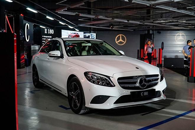 Mercedes C-Class giảm giá lên tới 200 triệu đồng