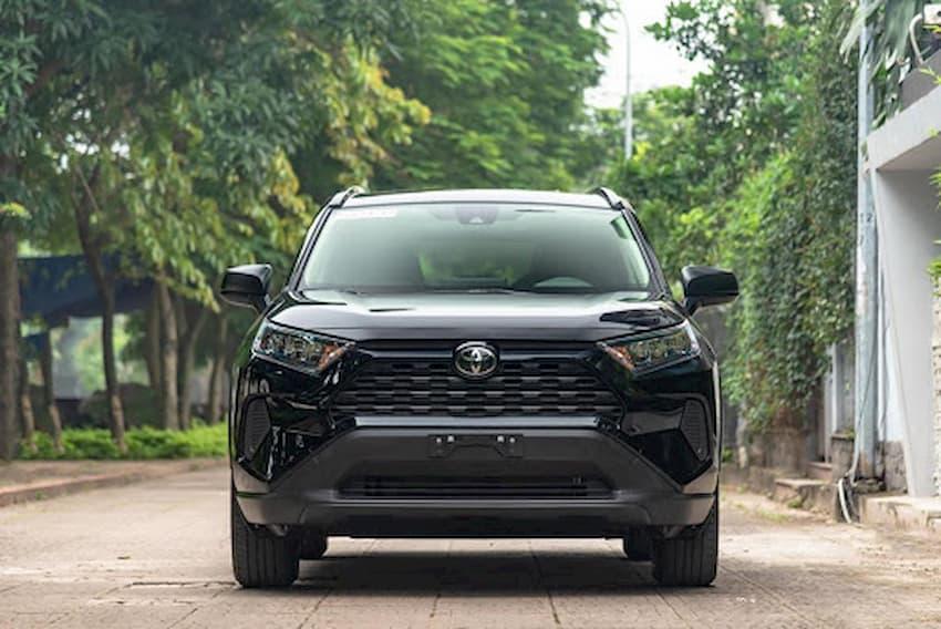 Cận cảnh Toyota RAV4 bản tiêu chuẩn tại Việt Nam, giá 2,3 tỷ đồng