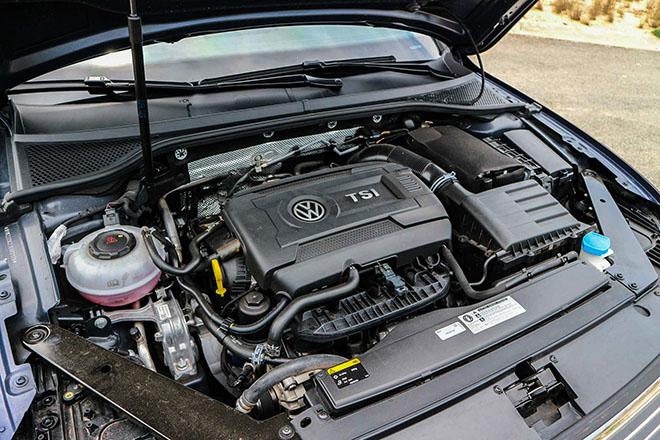 Volkswagen Passat giảm giá gần 200 triệu đồng cạnh tranh với Toyota Camry