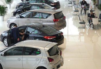 Nên mua xe ô tô nhập khẩu hay chính hãng?